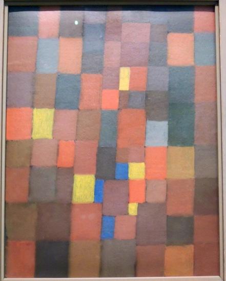 Architecture picturale en rouge, jaune et bleu, 1923 (huile sur carton). Ce tableau est uneréférence directe et ironique au courant rationaliste du Bauhaus représenté par Theo Van Doesburg qui défend notamment l'utilisation des seules couleurs primaires (jaune, rouge et bleu).