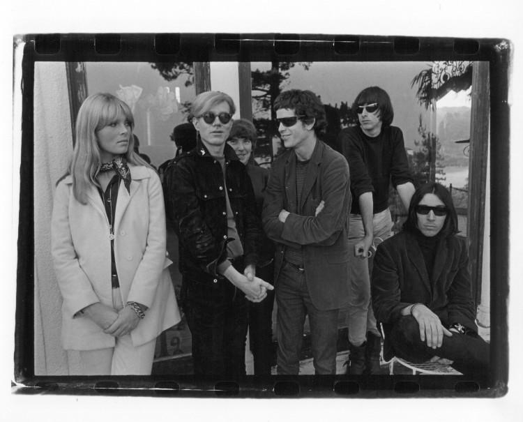 2_Le Velvet Underground et Nico avec Andy Warhol Hollywood Hills 1966© Gerard Malanga Courtesy Galerie Caroline Smulders Paris