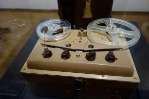 Magnétophone Ampro 731. Enregistreur sur bande magnétique à lampes compact.