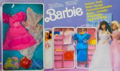 Déjà, à l'époque, Barbie disposait d'un dressing/mallette portable.