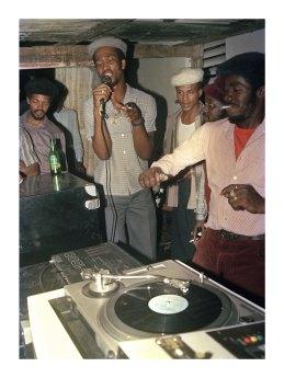 Stur-Mars avec le DJ U-Brown au micro, 1987 © Beth Lesser